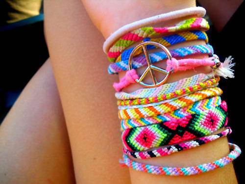 friendship-bracelets-with-embroidery-floss